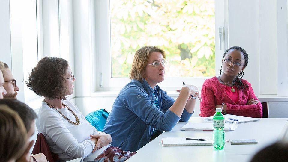 [Translate to English:] Studierende während Vorlesung