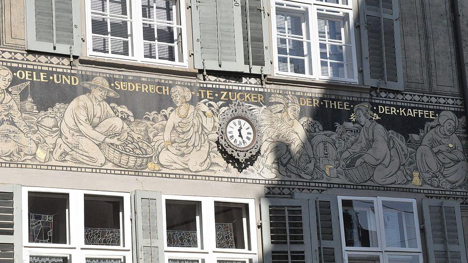 Wandgemälde mit Kolonialwaren am Spalenberg